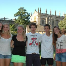Tennis-Spieler vor der Christ Church College