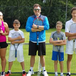 Tennis -Gruppe im Camp